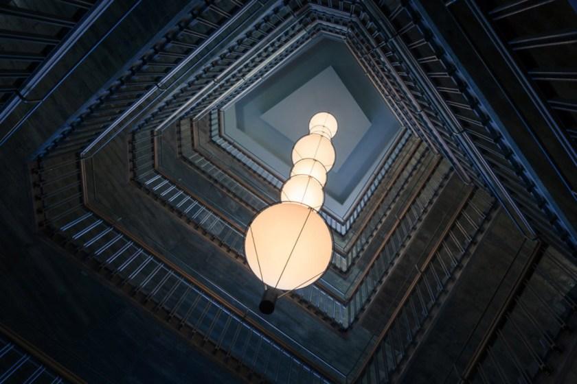 CENTRO DE FORMACIÓN PLANETA. La Granja Design. Hospitalet de Llobregat (Barcelona). Vista lámpara Eye. Foto: Joan Guillamat.
