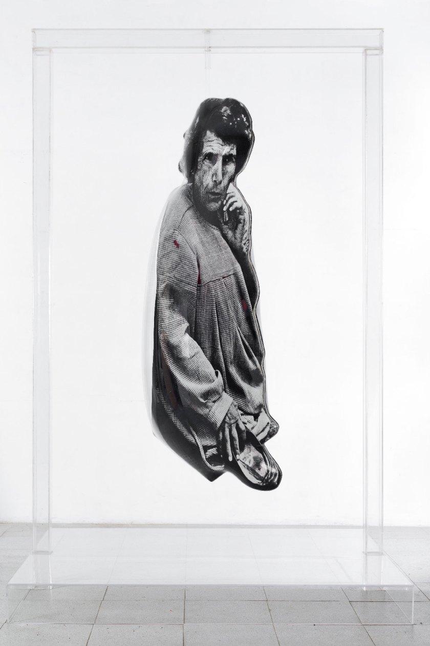Demente, 1974 Óleo, emulsión fotográfica, aluminio y plexiglás transparente Legado de Darío Villalba. Cortesía galería Luis Adelantado, España ©Darío Villalba. VEGAP Madrid, 2019 ©Foto: Pedro Martínez de Albornoz