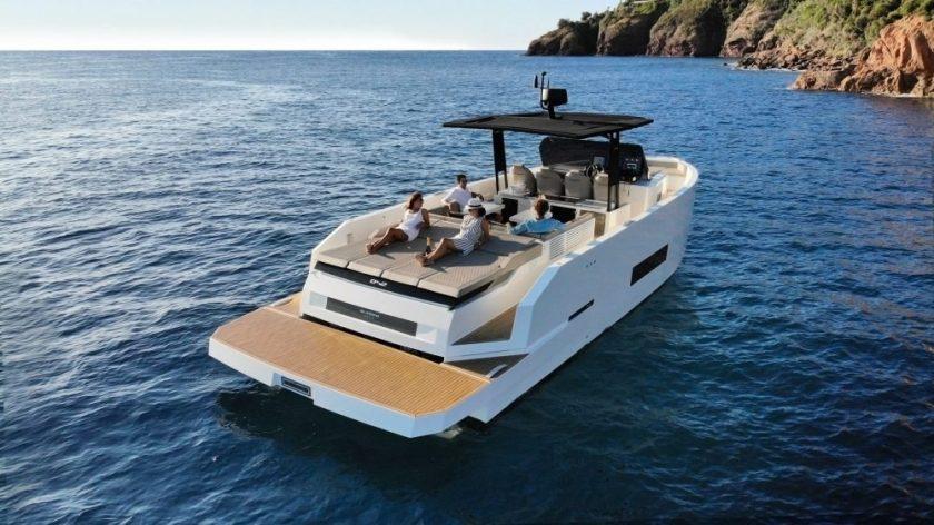 De Antonio Yachts D42 Diseño : Ubica Interior & Design Empresa : De Antonio Yachts