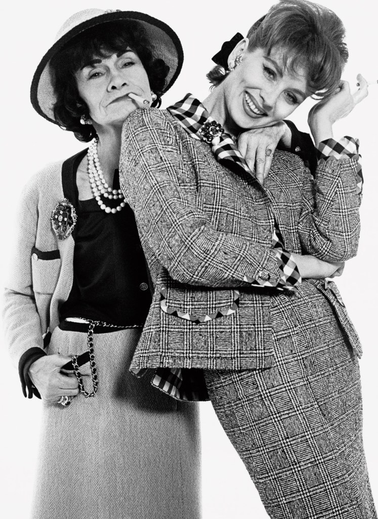 Richard Avedon. Gabrielle Chanel and Suzy Parker dressed by Chanel, Paris, January 1959 © The Richard Avedon Foundation
