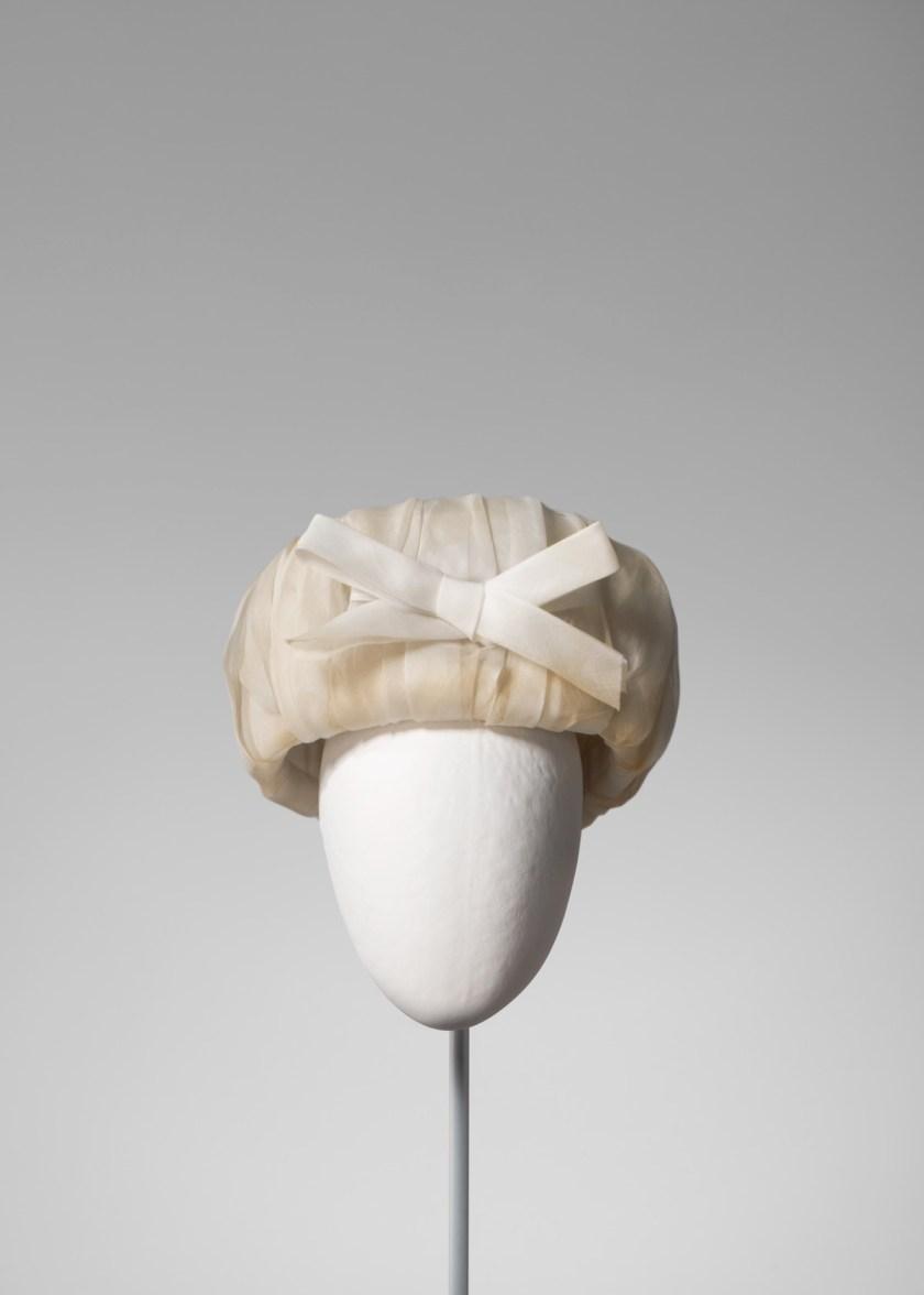 el-sombrero-balenciaga-el-complemento-perfecto-10