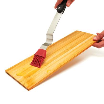 Przygotowanie drewnianej deski do grillowania