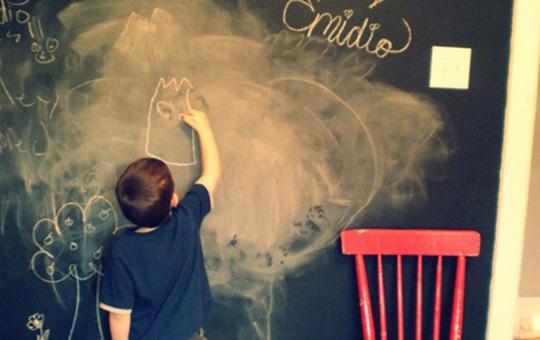 Farba tablicowa w pokoju dziecka