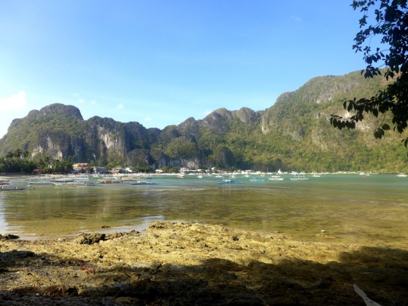 El Nido shore; El Nido island hopping; El Nido package tour; What to do in El Nido, Philippines; El Nido travel itinerary