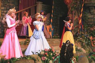 4 Disney princesses singing song