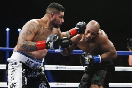 Chris Arreola retires Seth Mitchell in One of a doomed showdown