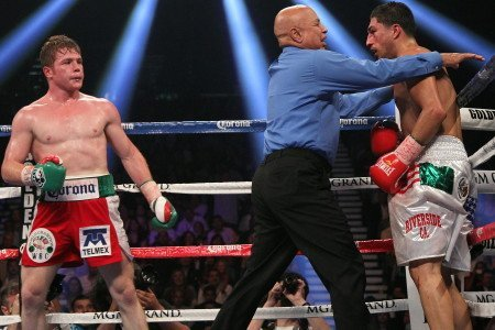 Alvarez batters Lopez; Maidana smashes Soto Karass, De Leon decisions Gonzalez; Santa Cruz destroys Morel!