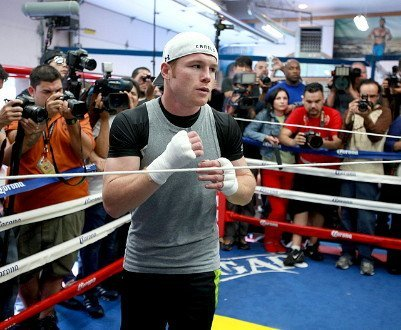 Reynoso thinks Canelo's hand speed will give Mayweather problems