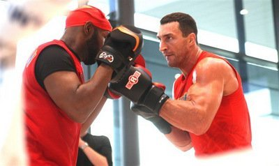 KlitschkoBanks001 PublicAddress Photos; Klitschko   Wach Workout; Refs and Jugdes Announced