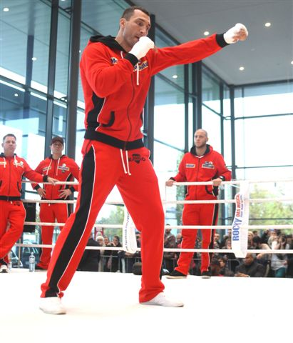 KlitschkoWladimir PublicAddress004 Photos; Klitschko   Wach Workout; Refs and Jugdes Announced