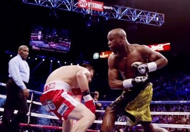 Does Mayweather need to fight Pacquiao for his legacy?