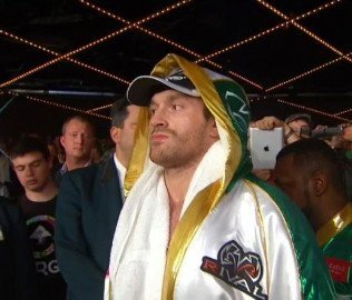 Tyson Fury asks Wladimir Klitschko for a fight