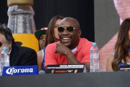 Mayweather   Canelo press tour draws 30,000 fans in Mexico City