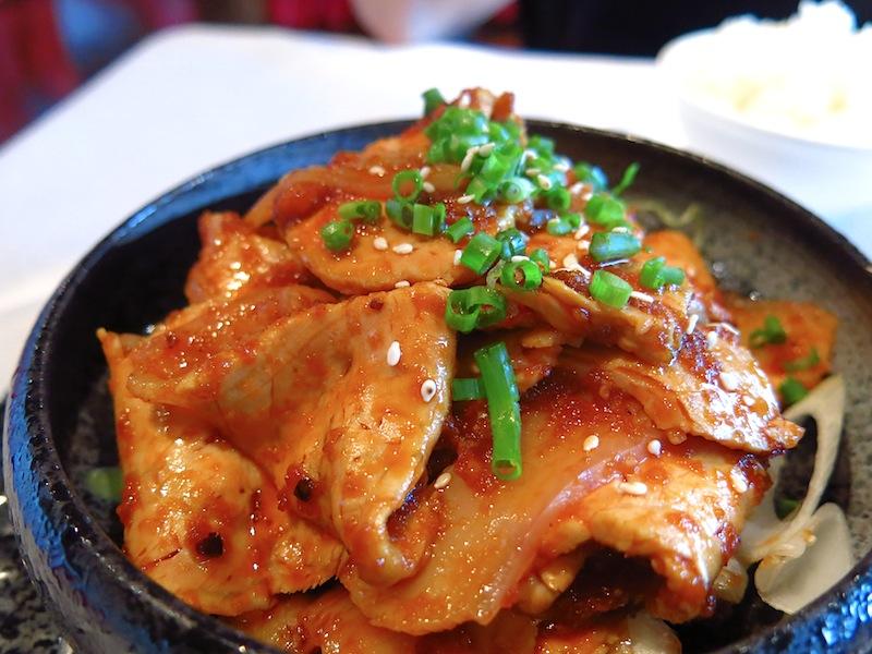 Sliced pork with mashed garlic