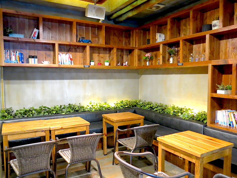 Caffe Bene Seoul Interior