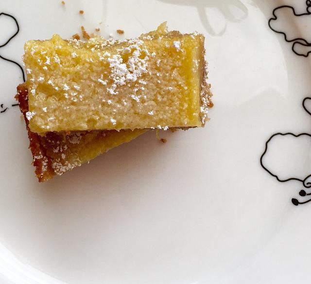 lemon bars with sugar