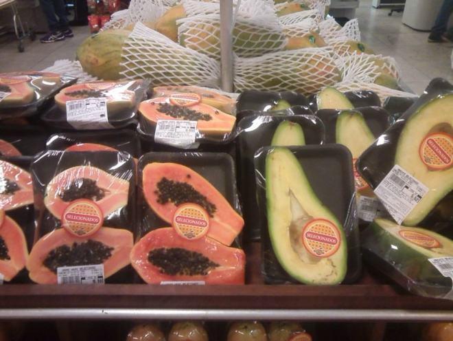 Frutas embaladas. Foto de Márcia Pimenta