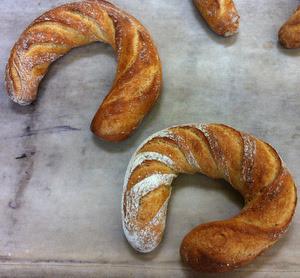 Sesame horseshoes
