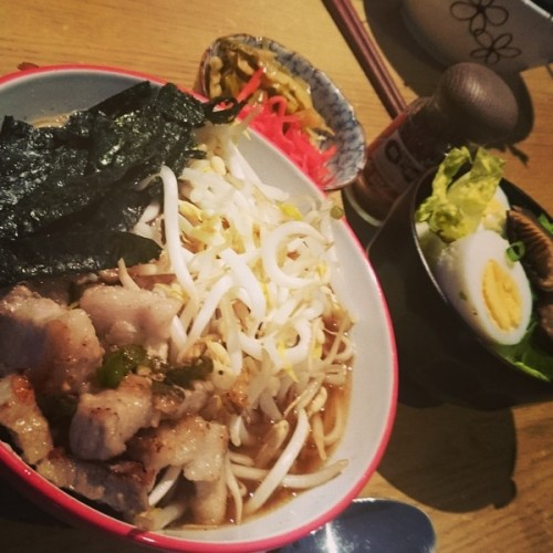 ramen with pork belly, egg, seaweed, beansprouts, pickled ginger