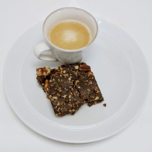 Raw chocolate brownies with dulse. Perfect with my late-night decaf. (And my elevenses lapsang, come to think of it...) Sorry, it's not as neat as it could be.