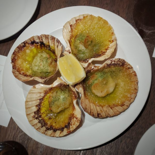 Because my pictures of scallops were pretties than my pictures of dessert. Oh, look at that!