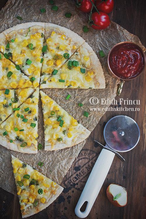 Pizza cu porumb si ceapa