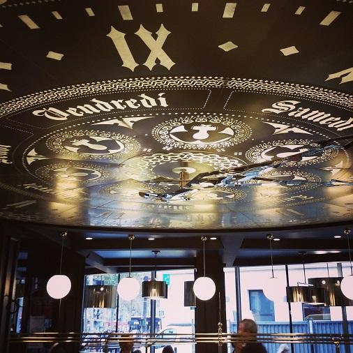 restaurant brasserie alsace champs elysées horloge décoration