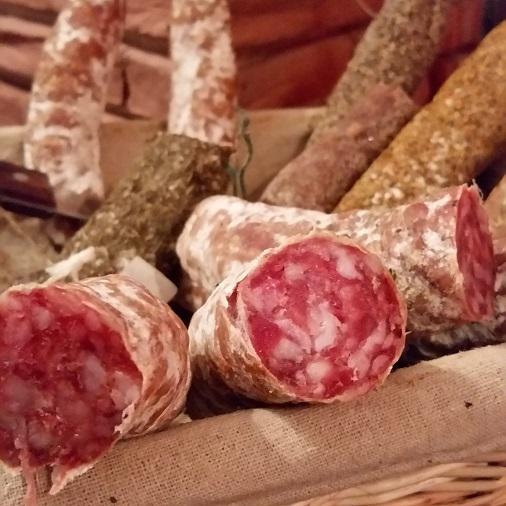 restaurant ô toulouse paris panière de saucissons secs