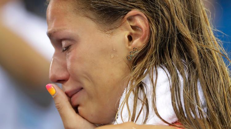 nadadora-russa-yulia-efimova-chora-apos-conquistar-medalha-de-prata-na-final-feminina-dos-100-m-peito-dos-jogos-olimpicos-de-2016-no-rio-de-janeiro-1470718134217_v2_750x421