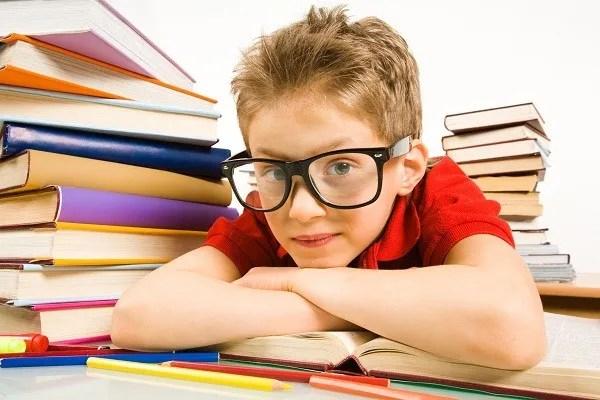 niño estudioso