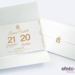 Convite com envelope texturizado e etiqueta personalizada