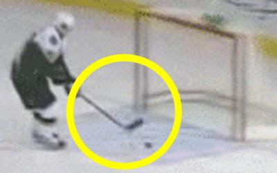 12 unglaublich witzige Eishockey Fails (Gifs)