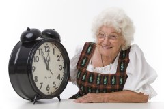 5 vor 12, Seniorin mit Wecker - the eleventh hour, woman with alarm clock