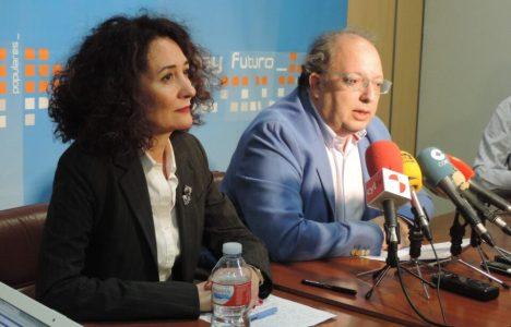 El presidente provincial del PP en León, Eduardo Fernández, y la candidata Gloria Fernández