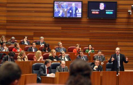 Imagen del pleno de las Cortes (Miriam Chacón / Ical)