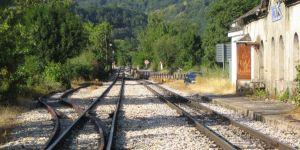 Imagen actual de la estación de Palacios del Sil, abandonada