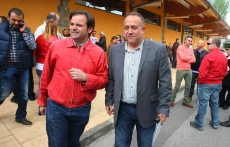 Gerardo Álvarez Courel (D), secretario comarcal del PSOE, con Tino Rodríguez (I), secretario provincial (C. Sánchez)