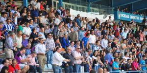 El público de El Toralín tuvo que sufrir hasta el final para celebrar la victoria