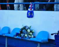 Antes del partido se colocó un ramo de flores en el lugar donde habitualmente se sentaba Franganillo