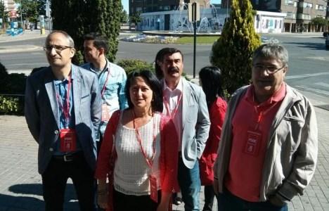 Ángela Marqués, acompañada por varios miembros de su candidatura