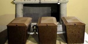 Las tres urnas que se guardan ahora detrás del monumento funerario dedicado a Cervantes en el convento de las Trinitarias