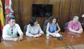 La alcaldesa compareció acompañada de sus 'primeros espadas' , Vidal y Miranda, y de Iván Alonso, de CB