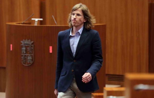 El portavoz de Podemos, Pablo Fernández. / EBD