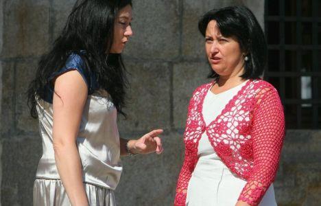 Marqués conversa con su compañera Paula Rodríguez al inicio del Pleno (Cesar Sáchez)