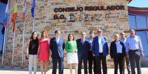 Cacabelos, firma de hermanamiento entre Cocido maragato y vinos del Bierzo (ICAL)