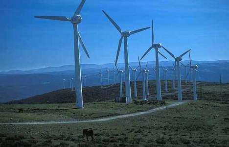 Imagen del parque eólico del Gato, que también afecta a los montes entre Villagatón y Brañuelas