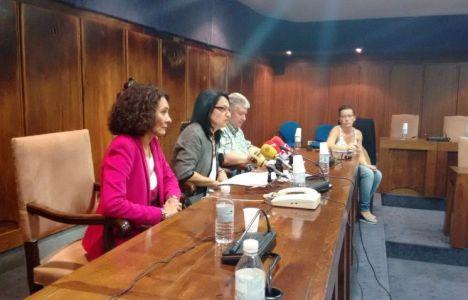 Teresa Mata junto a Gloria Merayo (I) y Ricardo Miranda este lunes en Ponferrada