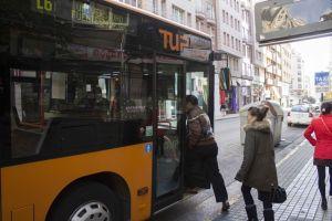 Imagen de archivo de uno de los vehículos utilizados para el servicio de Transporte Urbano de Ponferrada. / N. Fernández