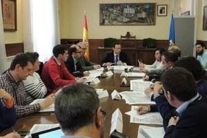 Reunión celebrada ayer entre los consejeros y los alcaldes asturianos / www.asturiasenred.es