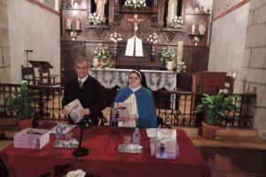 El profesor marista José Diego Rodríguez Cubero y  la abadesa María del Carmen Mariñas en la presentación del libro 'Monasterio de la Purísima Concepción de Ponferrada'